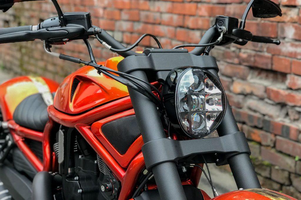 Harley-Davidson V-ROD «ORANGE». Траверсы и фара от Harley-Davidson Breakout 2018