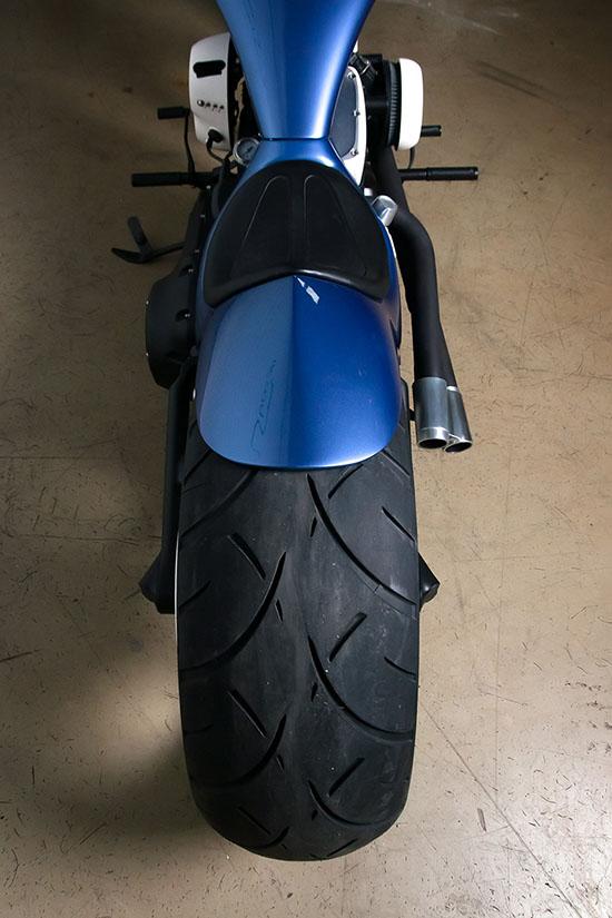 Колесо и крыло кастомного Harley-Davidson ателье box39