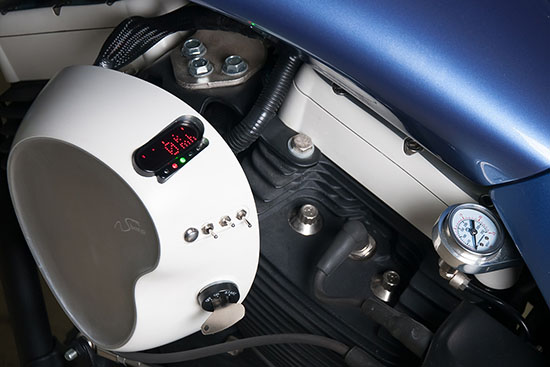 Крышка двигателя и спидометр кастом проекта Sali box39