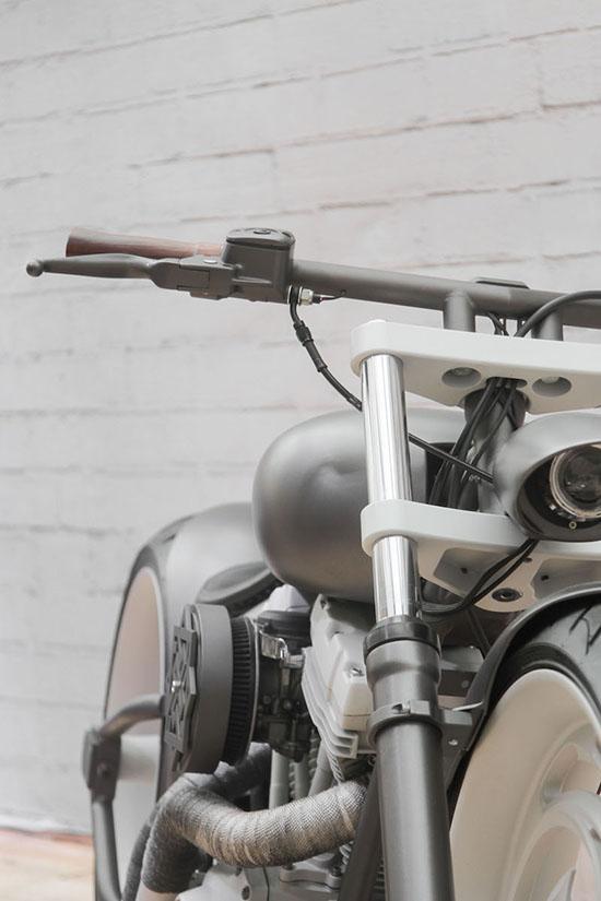 Телескопическая вилка и руль кастом байка SERB box39 на базе Harley-Davidson
