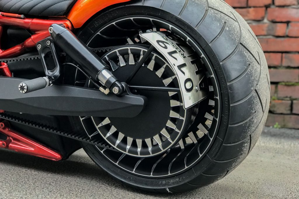 Harley-Davidson V-ROD «ORANGE». Заднее фрезерованное колесо, шкив и маятник. Порошковая покраска и проточка.